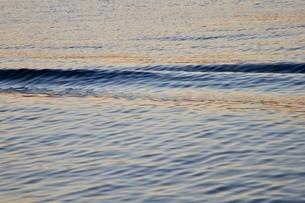 波の写真素材 [FYI04083617]