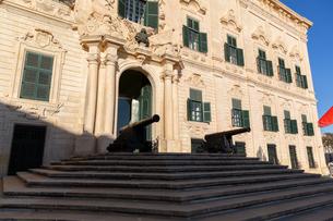 首相官邸(Castille Palace)の砲台の写真素材 [FYI04084186]