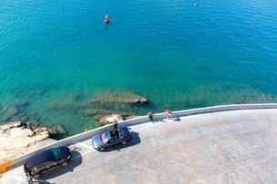 セングレアのセーフヘブン公園から望む地中海の写真素材 [FYI04084210]