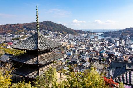 千光寺と港町の写真素材 [FYI04084314]