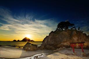 由良の夕日の写真素材 [FYI04084661]