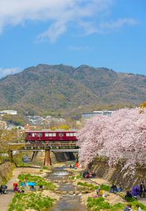 関西の鉄道 阪急電車と神戸市の街並みの写真素材 [FYI04084680]
