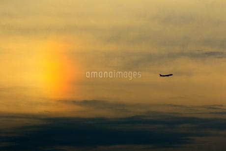 幻日と離陸機の写真素材 [FYI04084693]