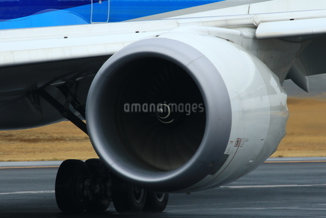 飛行機のエンジンの写真素材 [FYI04084762]