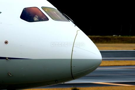 着陸した旅客機の写真素材 [FYI04084763]