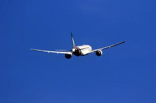 離陸する旅客機の写真素材 [FYI04084765]