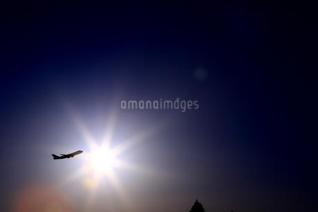 太陽と離陸機の写真素材 [FYI04084769]