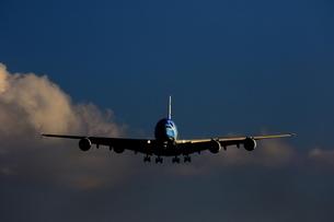 大型旅客機の着陸の写真素材 [FYI04084809]