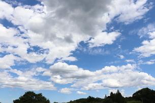 純白の綺麗な雲の写真素材 [FYI04085463]