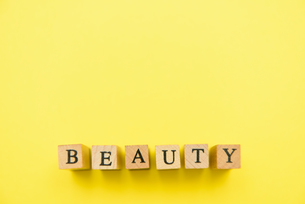 アルファベット テキスト 文字 英字 単語 スタンプ 素材 黄色の写真素材 [FYI04086347]