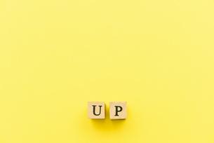 アルファベット テキスト 文字 英字 単語 スタンプ 素材 黄色の写真素材 [FYI04086357]