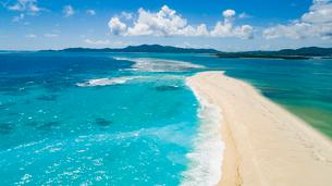 上空から眺めるはての浜の中のハテの浜の写真素材 [FYI04086747]