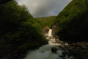 苗名滝の夜景の写真素材 [FYI04086939]