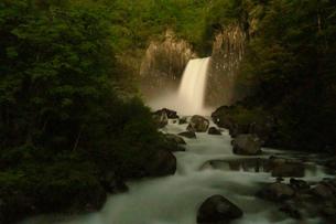 苗名滝の夜景の写真素材 [FYI04086940]
