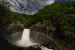 苗名滝の夜景とムーンボウの写真素材 [FYI04086950]