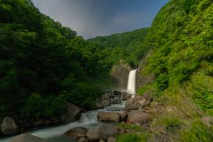 苗名滝の夜景の写真素材 [FYI04086991]