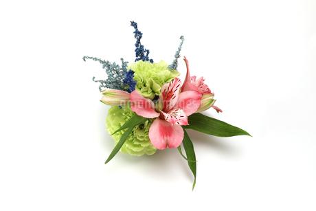 アルストロメリアとアスチルベとカーネーションの花束の写真素材 [FYI04087079]