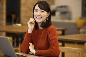 笑顔の日本人ビジネス女性の写真素材 [FYI04087444]