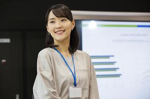 笑顔の日本人ビジネス女性の写真素材 [FYI04087470]