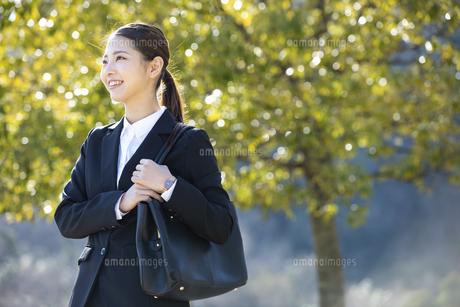 笑顔の日本人ビジネス女性の写真素材 [FYI04087562]