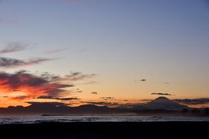 相模湾の夕焼けの写真素材 [FYI04087775]