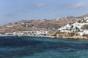 エーゲ海越しに見るミコノスの港風景の写真素材 [FYI04088262]