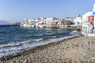 ミコノス島海沿いに見るリトル・ヴェニスの写真素材 [FYI04088270]