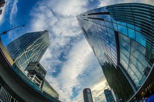 渋谷の高層ビルと空の写真素材 [FYI04088560]