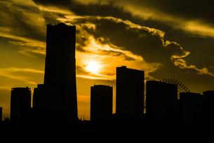 横浜の街並みと夕景の写真素材 [FYI04088613]