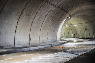 トンネルのイメージの写真素材 [FYI04088615]