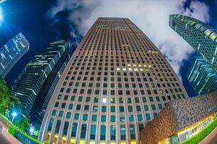 東京新宿の高層ビル群の夜景の写真素材 [FYI04088647]