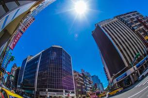 台湾・台北の街並みと青空の写真素材 [FYI04088685]