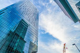 渋谷の高層ビルと空の写真素材 [FYI04088695]