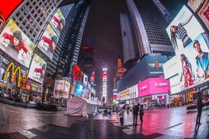 ニューヨーク・タイムズスクエア(TimesSquare)の夜景の写真素材 [FYI04088721]