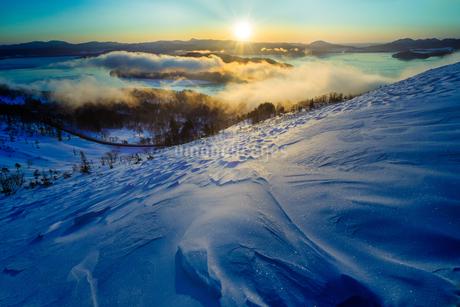 美幌峠から見た屈斜路湖の写真素材 [FYI04088732]