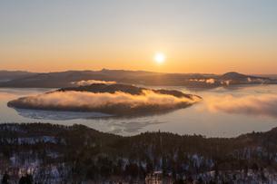 美幌峠から見た屈斜路湖の写真素材 [FYI04088733]