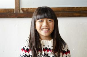 笑っている女の子の写真素材 [FYI04088797]
