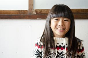 笑っている女の子の写真素材 [FYI04088798]