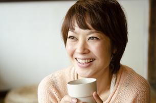 笑っている女性の写真素材 [FYI04088868]