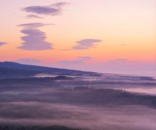 北海道 自然 風景 朝焼けと雲海の写真素材 [FYI04088901]