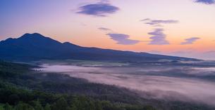 北海道 自然 風景 パノラマ 朝焼けと雲海の写真素材 [FYI04088908]