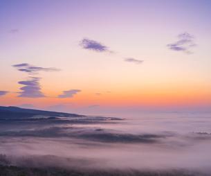 北海道 自然 風景 朝焼けと雲海の写真素材 [FYI04088909]
