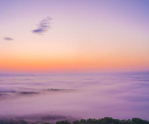 北海道 自然 風景 朝焼けと雲海の写真素材 [FYI04088913]