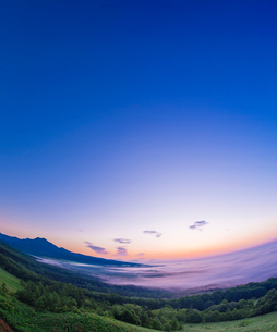 北海道 自然 風景 朝焼けと雲海の写真素材 [FYI04088918]
