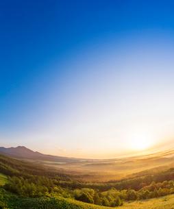 北海道 自然 風景 雲海からの日の出の写真素材 [FYI04088934]