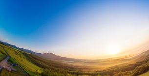 北海道 自然 風景 パノラマ 朝焼けと雲海の写真素材 [FYI04088935]
