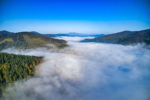 雲海の空撮の写真素材 [FYI04089256]
