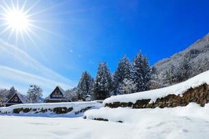 世界文化遺産 冬の相倉合掌造り集落の写真素材 [FYI04089270]