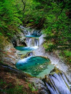 七つ釜五段の滝の写真素材 [FYI04089351]
