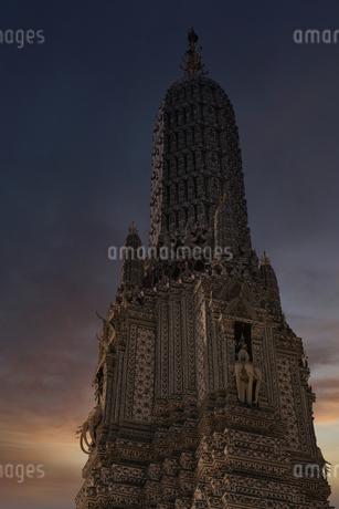 タイ バンコクの暁の寺(ワット・アルン)の写真素材 [FYI04089395]